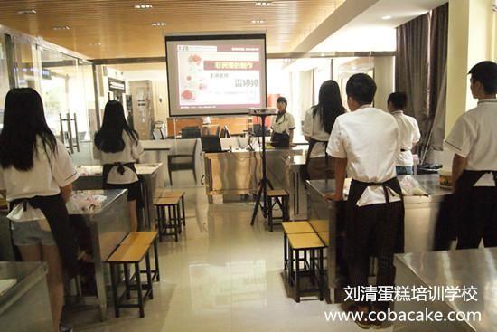 刘清西点培训学校的快乐时光,雷婷婷老师与她的学生们!