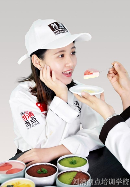 【网红新品】被评为2018最美网红宙司蛋糕,高清图抢先看!